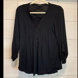Black V-neck top 3/4 rouched sleeves